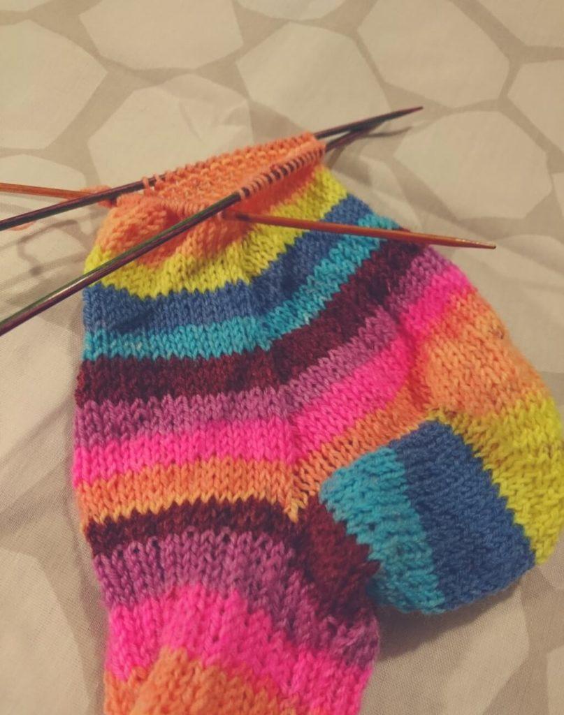 Socken stricken mit Nadelspiel